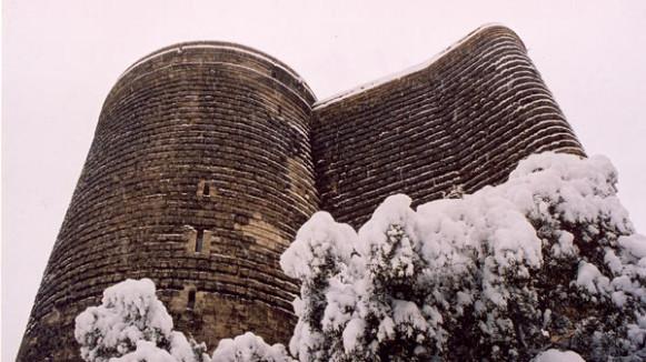 девичья башня зимой