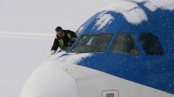 самолет зимой